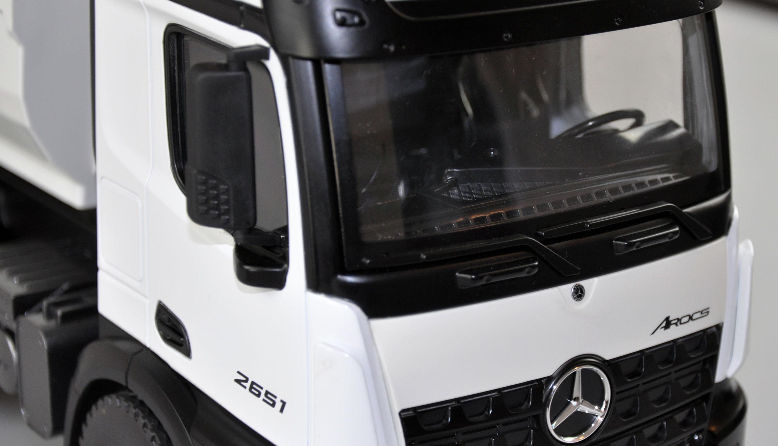 Mercedes-Benz Arocs, profesionální celokovový proporcionální sklápěč, nosnost 3,5 kg, bílý