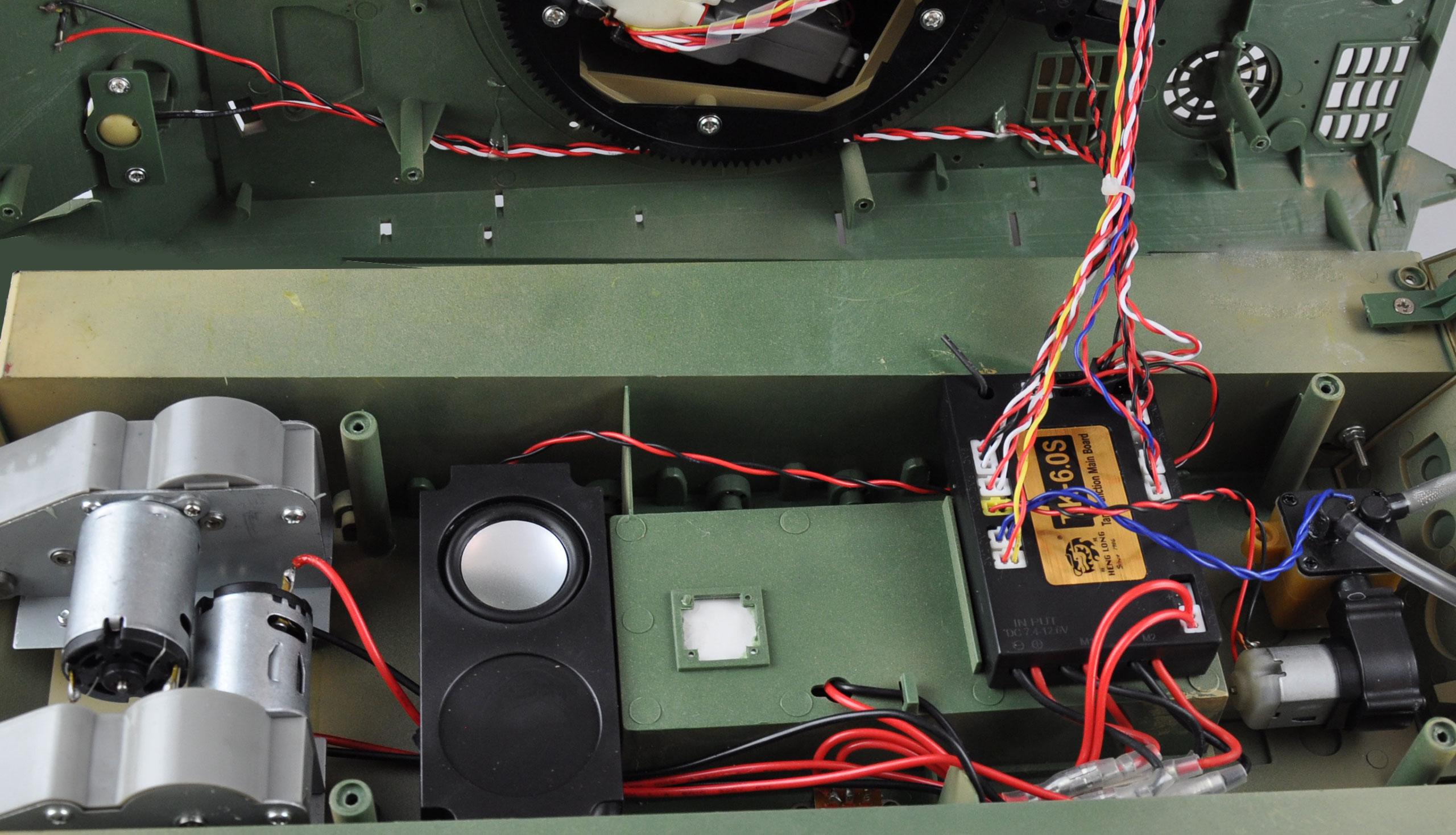 Tank T34/85 BB+IR 2,4Ghz 1:16, RTR, kouřový a zvukový modul, kovové převodovky