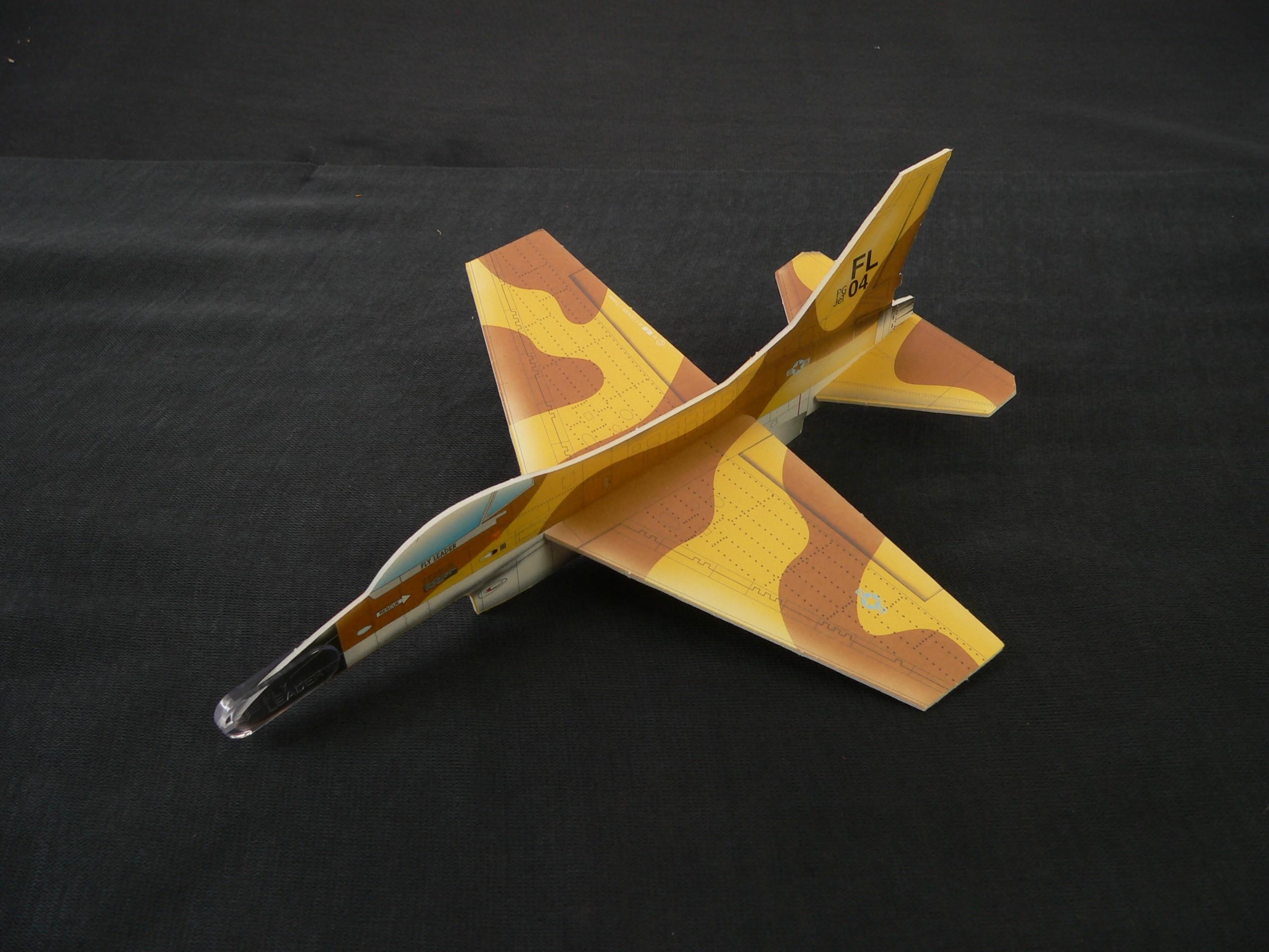 Házecí letadlo/házedlo vojenské F16 24cm