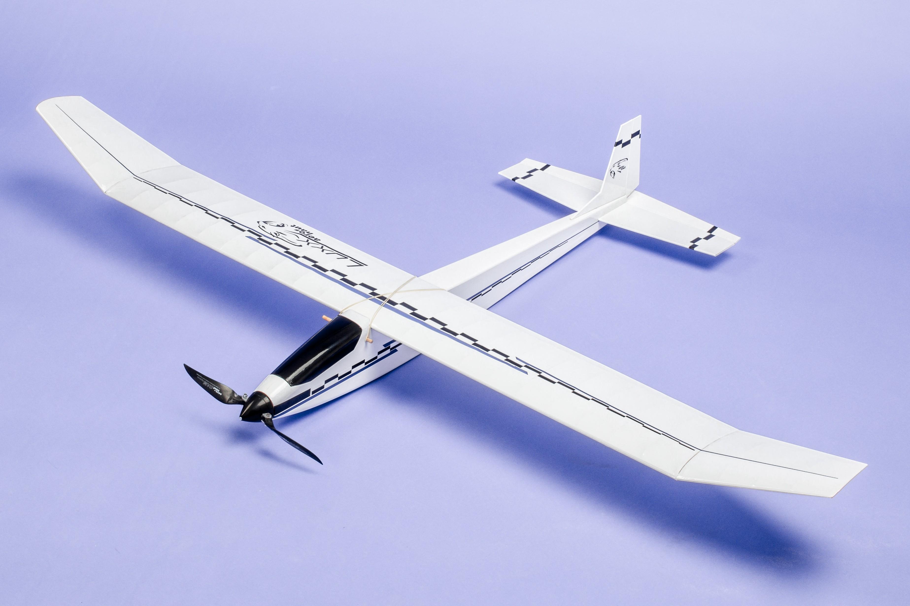 LUXX-ELEKTROMODEL 1300mm od Aero-Naut